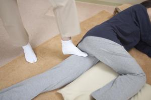 足の付け根、股関節、リンパ